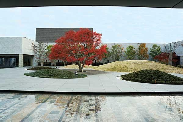 西風館中庭